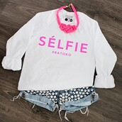 sweater,batoko,comfy,warm,winter outfits,winter wardrobe,www.batoko.com,selfie,shorts,studded shorts,studs,denim,501s,levi's,levis 501s,frayed shorts,High waisted shorts,hipsyer,hipster,girl,fashion,fun fashion,fast fashion,pink,girlfriend,girl friend,ootd,celebrity,winter sweater