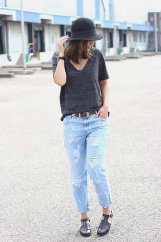 jeans black hat dark grey t-shirt brown belt distressed denim jeans black shoes blogger