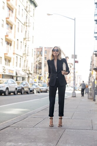 damsel in dior blogger shoes black blazer black pants black heels round sunglasses