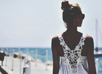 top bun messy bun summer summer top summer outfits tank top white classic tanned lace white top white crop tops lace top