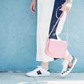 shoes,gucci ace sneakers,gucci,gucci shoes,sneakers,low top sneakers,white sneakers,pants,white pants,wide-leg pants,bag,pink bag,embroidered