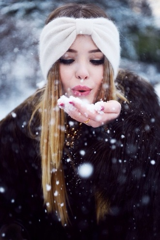 hair accessories white winter sweater scarf style fashion cute fall sweater perfecto red blue warm beanie accessories knitted cardigan knitted scarf knitted sweater headband black t-shirt black top coat sweater nail polish make-up winter outfits winter swag