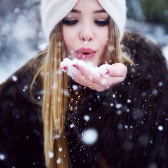 red scarf cute sweater coat fashion style headband accessories white blue hair accessory nail polish knitted sweater winter outfits warm make-up knitted scarf winter sweater fall sweater perfecto beanie knitted cardigan black t-shirt black top winter swag scarf red