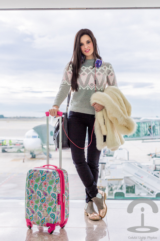 crimenes de la moda blogger suitcase paisley knitted sweater fuzzy coat off-white