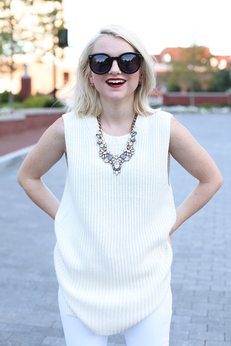 poor little it girl blogger sweater jeans jewels shoes statement necklace