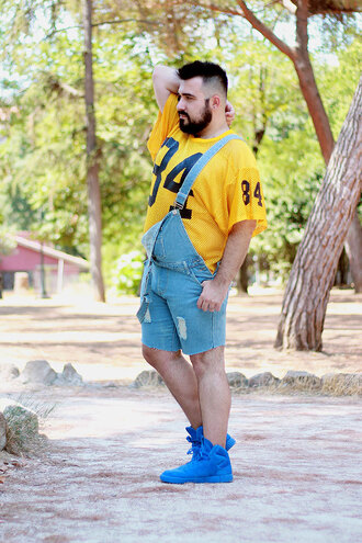 guy overboard blogger t-shirt jewels shorts menswear mens t-shirt denim overalls short overalls mens sneakers summer outfits
