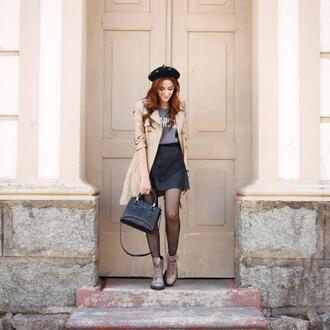 fashion coolture blogger coat t-shirt boots trench coat handbag beret spring outfits