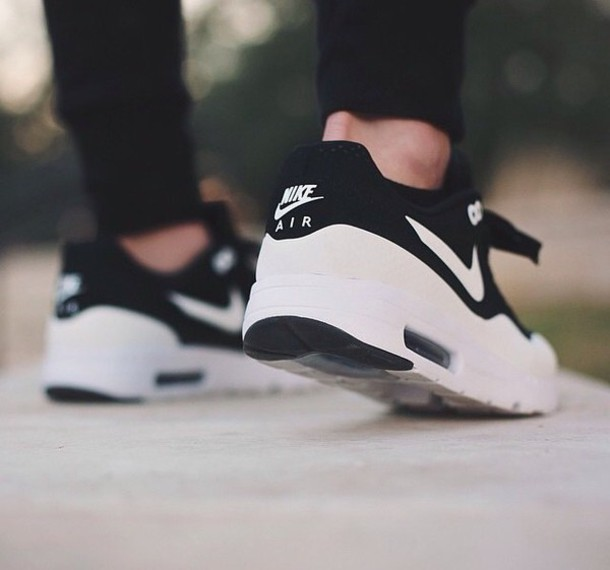 shoes black shoes sneakers nike air max neon pink black white shoes nike sneackers air max nike nike air max 90 black white sneakers nike sneakers grunge nike shoes black and white white shoes