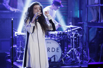 dress clothes lorde celebrity royals musician music jimmy fallon late night performance white teeth teens black stripe cuff collar short white dress