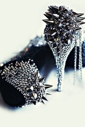 shoes,metallic shoes,heels with spikes,spikes,high heels,bag