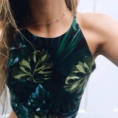 gold choker,jewelry,leafy,crop,halter top,jewels,chain choker,american apparel,choker necklace,chain,necklace,gold,gold necklace,blouse,shirt,top,crop tops,vest,tanktop.,tank top,leaves,t-shirt,leafs,palm tree print,green leafs,green blouse,palm tree,girly,grunge,short crop top,green,dark green tank,green tank,tropical