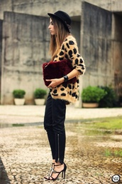 jacket,leopard print,print,cardi,cardigan,cool,hipster,tumblr,fetch,shoes,furry pouch,vue boutique,fur clutch,burgundy,grey,printed cardigan,fashion coolture,sweater,shirt,pants,bag,jewels