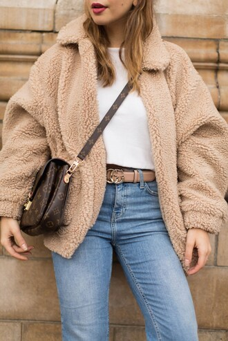 jacket tumblr fuzzy coat beige fur jacket fur jacket fluffy faux fur jacket denim jeans light blue jeans belt t-shirt white t-shirt bag brown bag