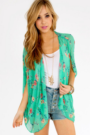 Floral Affair Top ~ TOBI
