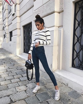 top black sneakers striped top stripes jeans denim blue jeans skinny jeans sneakers converse
