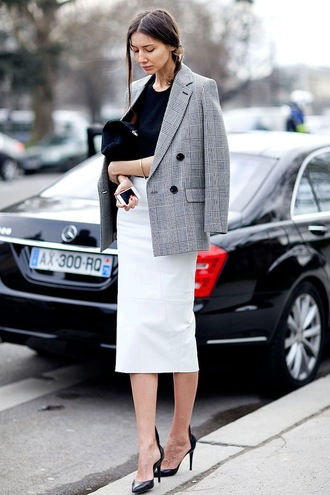 le fashion blogger office outfits tailoring pencil skirt jacket t-shirt skirt shoes printed blazer plaid grey black top streetstyle fall outfits work outfits black bag white skirt midi skirt midi leather skirt midi white leather skirt
