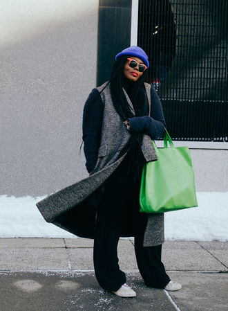 bag nyfw 2017 fashion week 2017 fashion week streetstyle green bag coat grey coat pants black pants wide-leg pants sweater black sweater beanie sunglasses sneakers white sneakers