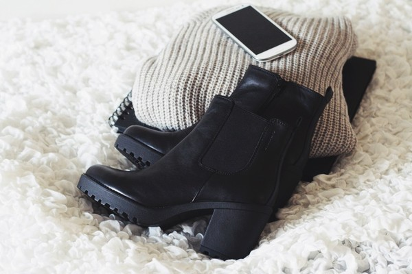 shoes black boots heels ankle boots sweater vagabonds chelsea boots black chaussures à talons talons compensés bottines