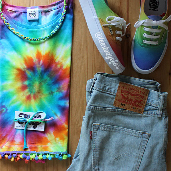 shoes clothes clothes vans tie dye tie dye vans tie dye crop top cute shoes rainbow teestodyefor boho festival top t-shirt t-shirt levi's levis 501 vans custom vans tie dye top tie dye shoes indie hipster