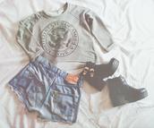 short,grey,blue shorts,sweater,shoes,shoes black boots