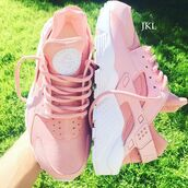 shoes,nike,huarache,nike shoes,nike air,nike roshe run,nike running shoes,huarache rosa,nike air huaraches,pink huraches,baby pink,sneakers,nike sneakers,pink sneakers,blush pink