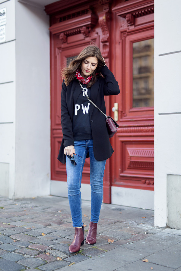 Simple et chic blogger sweater fall outfits ankle boots burgundy shoes - Wheretoget