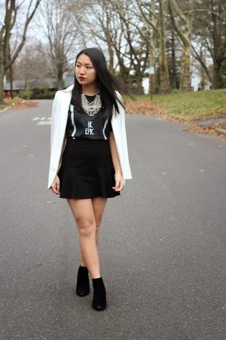 looks by lau blogger jacket black skirt black t-shirt t-shirt jewels skirt shoes