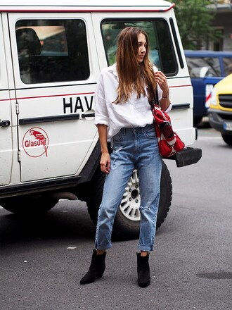 nina @ www.helloshopping.de - it's a blog. blogger shirt jeans shoes bag ankle boots mom jeans white shirt