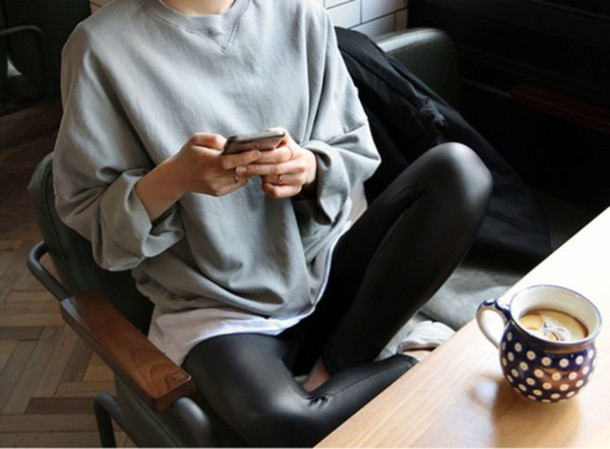 sweater grey sweater black pants simili leather