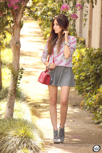 fashion coolture blogger moschino grey skirt red bag