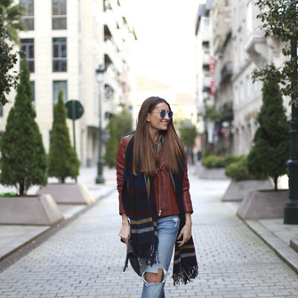 ripped jeans blogger b a r t a b a c red jacket blanket scarf scarf red