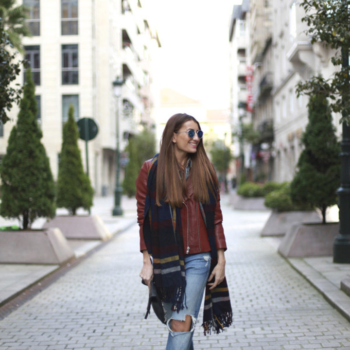ripped jeans blogger red jacket blanket scarf b a r t a b a c scarf red