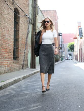 the classy cubicle blogger grey skirt fall skirt ankle strap heels white t-shirt elegant office outfits