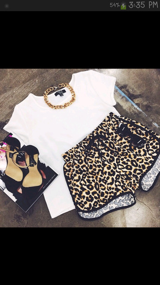 leopard print high waisted shorts gold chain white crop tops black strappy heels t-shirt shorts