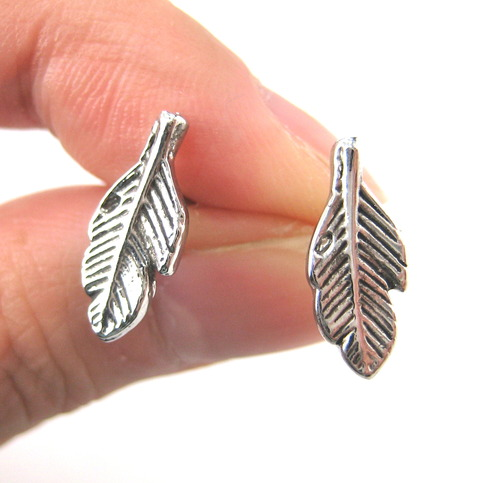 Small feather stud earrings in silver with textured detail
