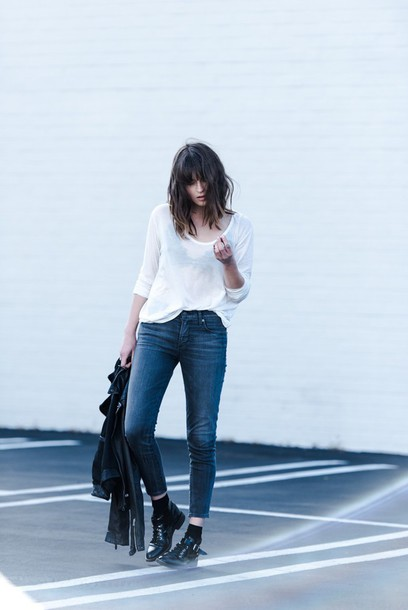 fire on the head blogger white top black shoes leather jacket