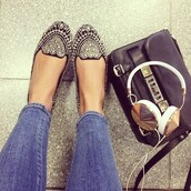 smoking slippers,flats,studs,embellished,headphones,studded shoes,black leather bag,black and gold