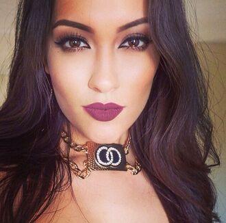 make-up plum lipstick gorgeous jewels necklace smokey eyes sexy purple