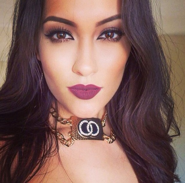 Make-up Plum Lipstick Gorgeous Jewels Necklace - Wheretoget