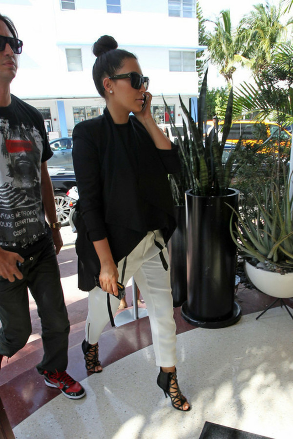 kim kardashian white pants sunglasses shoes