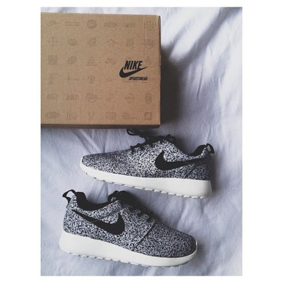 black and white shoes dots nike roshe run nikes