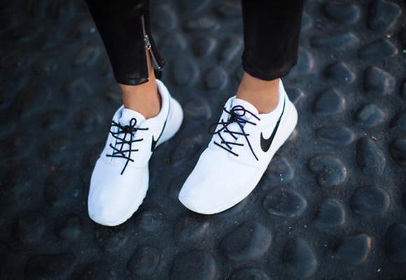 black shoes white simple nike runners roshe black and white