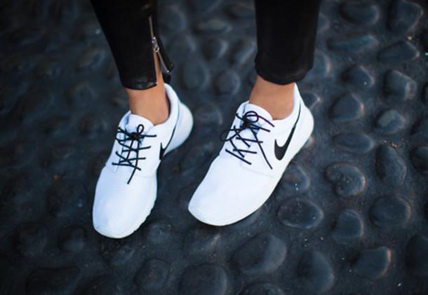 Shoes Nike Sports Shoes Nike Roshe Run White Black