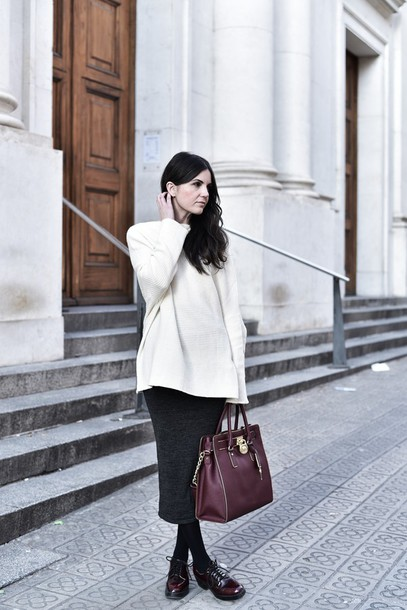 views by laura blogger handbag white sweater pencil skirt lace-up shoes oversized sweater shoes skirt bag