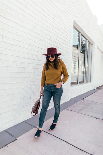 shoes tumblr mules black shoes denim jeans blue jeans sweater mustard mustard sweater knit knitwear knitted sweater