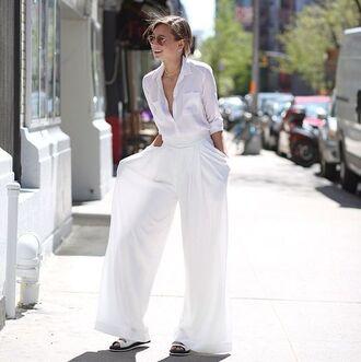 pants white shirt white pleated pants white sandals blogger