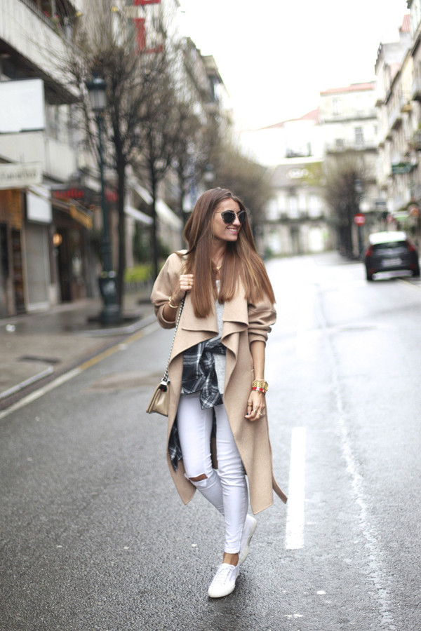 b a r t a b a c blogger white jeans camel coat coat t-shirt jeans shoes shirt sunglasses bag superga