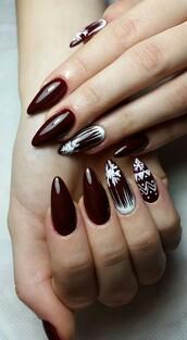 nail polish,holiday nail art,christmas nail art,christmas,holiday season,holidays nail art,nails,nail art,fake nails,acrylic nails,red nails