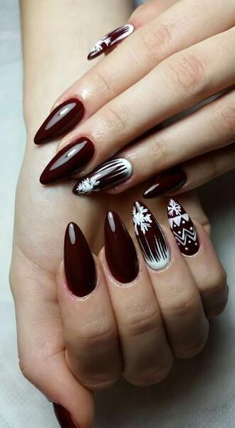 nail polish holiday nail art christmas nail art christmas holiday season holidays nail art nails nail art fake nails acrylic nails red nails