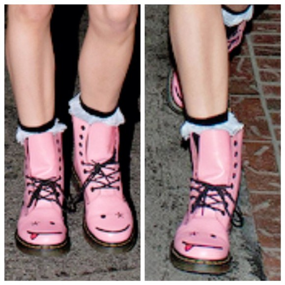 combat boots DrMartens smiley girly